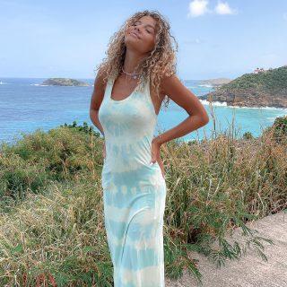 Feel good.. ✨🏝 👸🏼: @vaea.brazier  . . . #freeinstbarth #stbarth #sbh #stbarts #islandgirl #beachlife #addictedtoparadise #endlesssummer #localbrand
