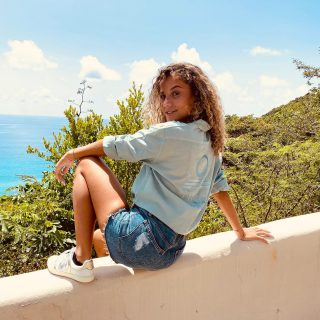Soul full of sunshine… ☀️ 👸🏼 : @vaea.brazier  . . . #freeinstbarth #localbrand #stbarts #stbarth #morganshirt #addictedtoparadise #endlesssummer #sunshine #islandgirl #goodvibes #goodday